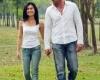 Мужчина замедляет шаг рядом с любимой женщиной
