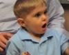 Новое устройство помогло 3-летнему мальчику услышать впервые